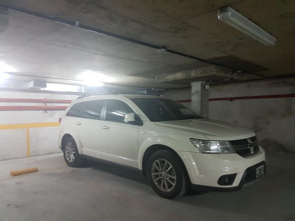 ESTRENAR COCHERA SUBSUELO/ LEZICA 4400/ ALMAGRO/ AUTO GRANDE