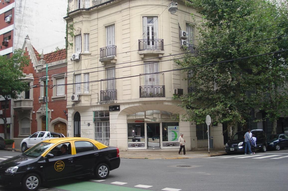 3 amb c/dep. Piso 106 m2 sin expensas, entrada indep. PB y 1º piso. Unica esquina, reciclado impec.