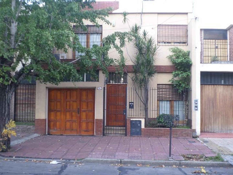 MORON  Moron Sur Residencial  Casa de Cuatro ambientes, inmejorable ubicación.-