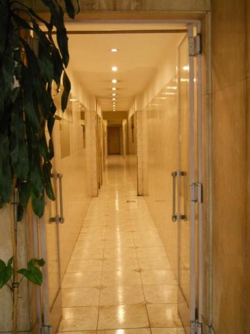TRIBUNALES -Av. Corrientes 1373 - 4 amb - APTO PROF.-Luminoso - 2 baños