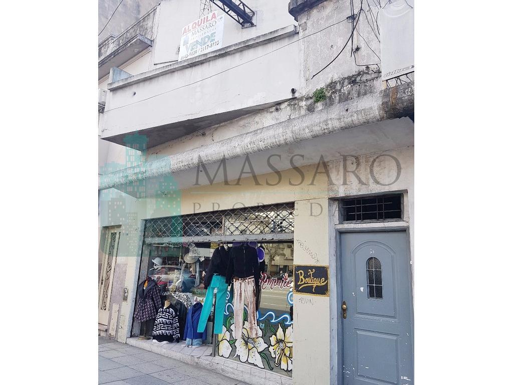 Local al fte. con salón en primer piso sobre Av. Rivadavia, a una cuadra de estación Liniers.
