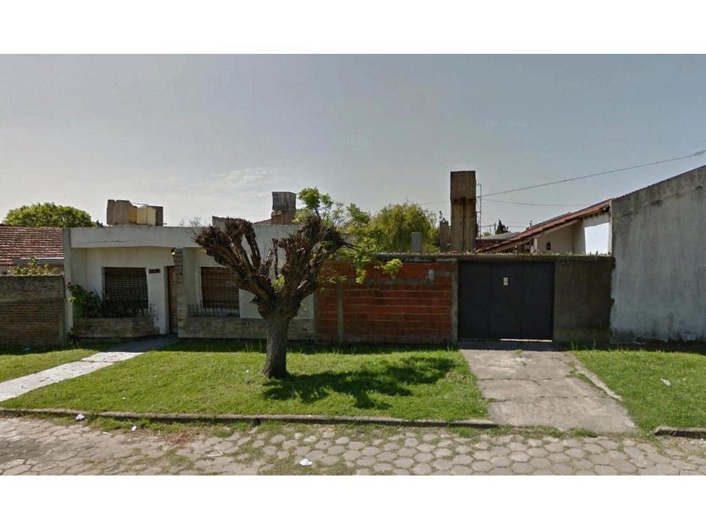 Casa en alquiler en La Plata calle 12 Bis Esq 83 Dacal Bienes Raices