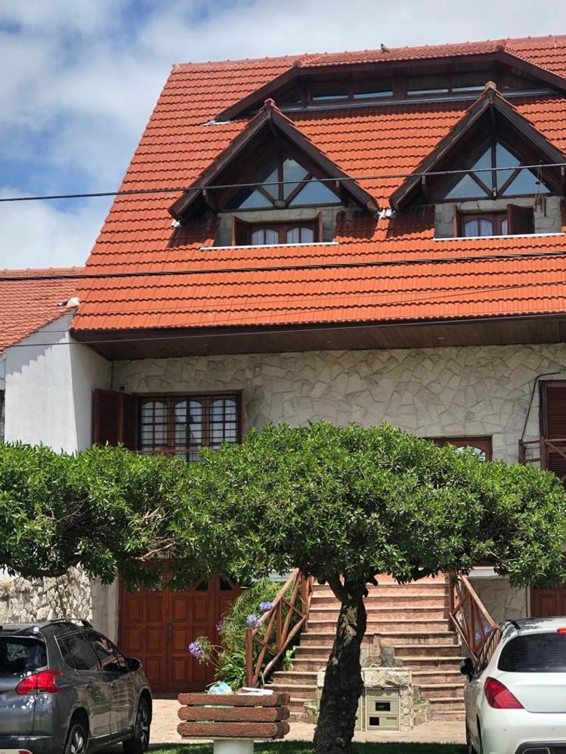 Casa en Venta en Punta Mogotes - 5 ambientes
