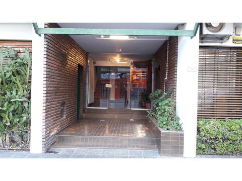 Avellaneda Centro Lamadrid 25, a pasos de la Avenida Mitre. Departamento de 2 ambientes al frente