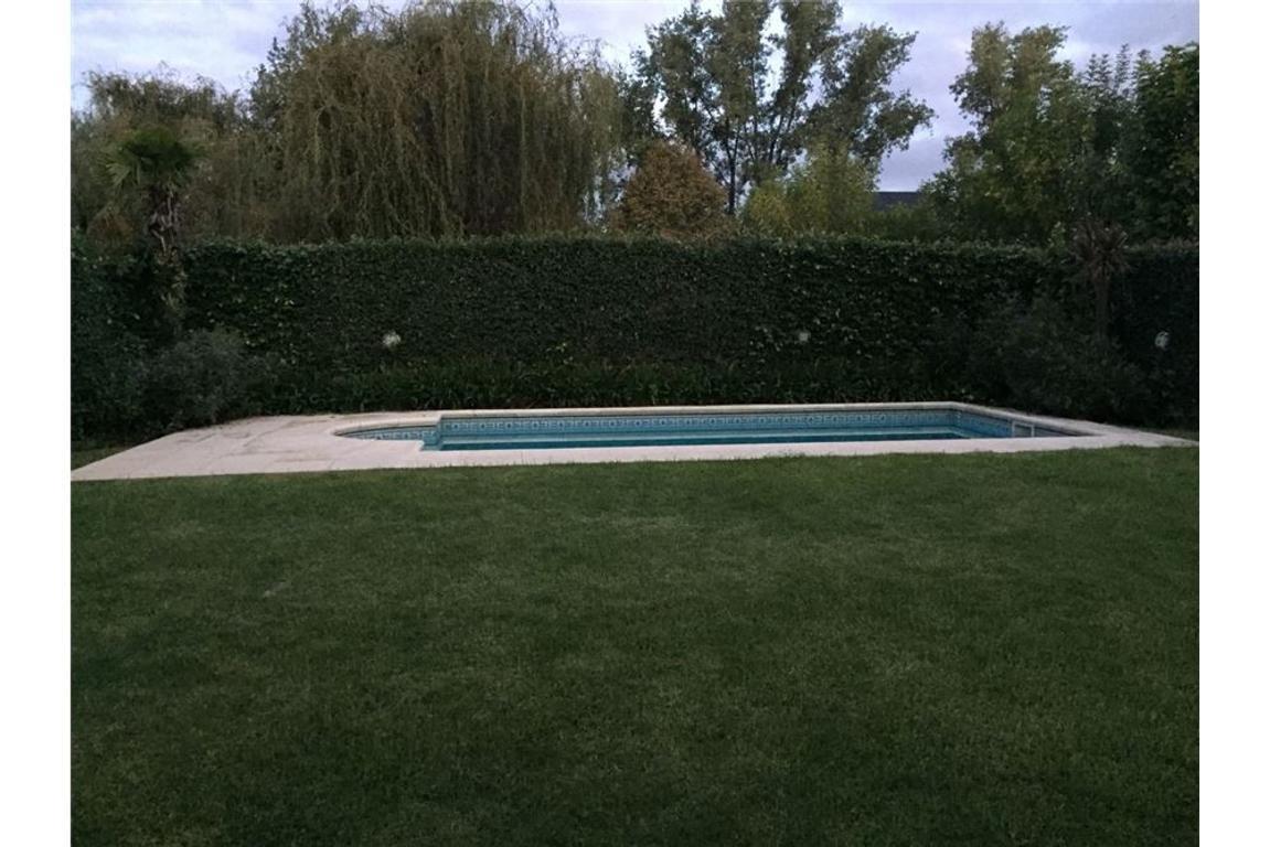 Hermosa casa con piscina, lista para mudarse.