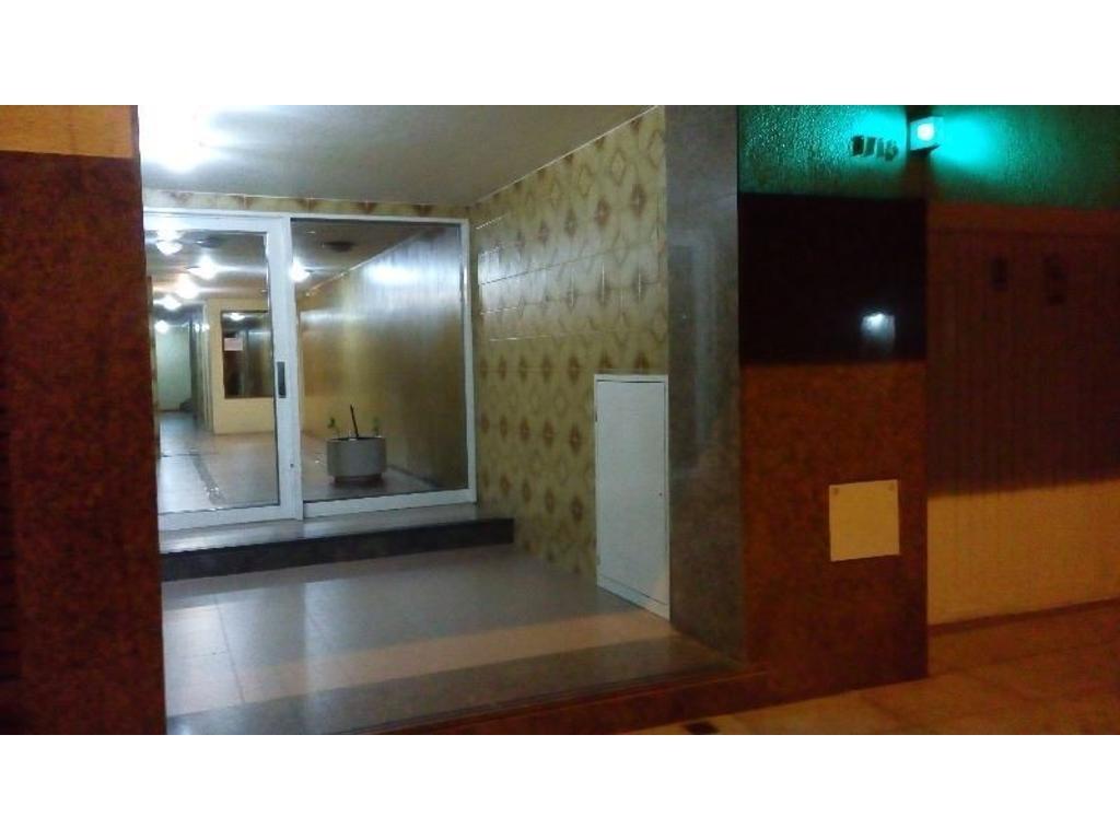 Alquilo Dpto. 4 ambientes, dueño directo, amplio, luminoso,  con cochera