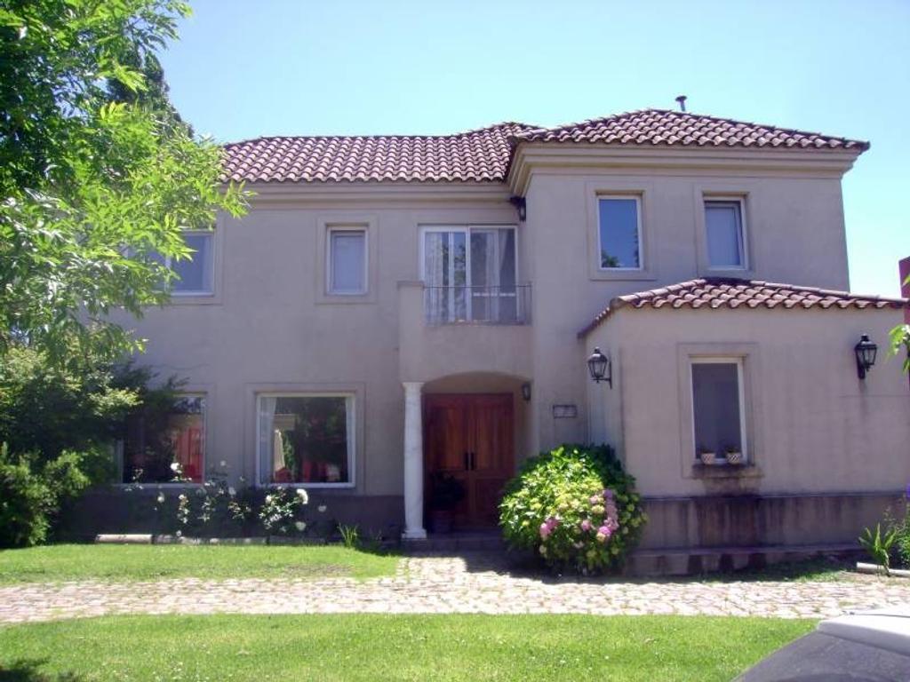 Vallier-Casa en venta en San Isidro Labrador, Villa Nueva.