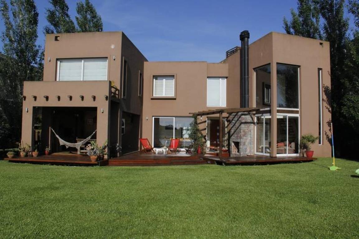 Venta casa a la laguna en Santa Catalina, Villa Nueva en Tigre