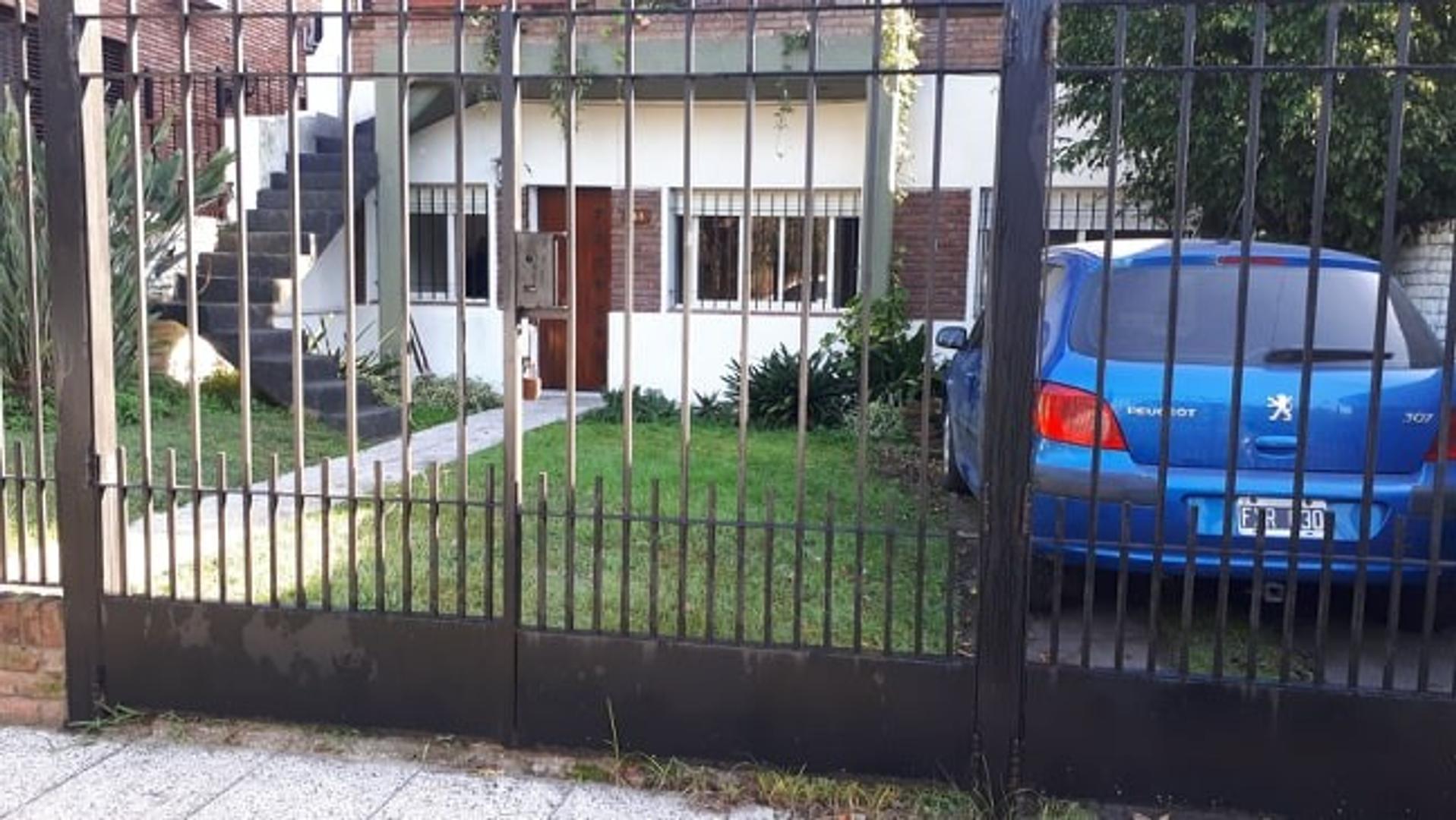 Casa en Alquiler en Adrogue - 4 ambientes