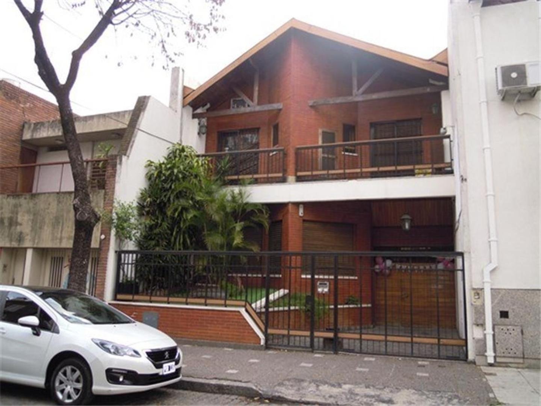 CHALET 6 AMBIENTES MAS SALON DE FIESTAS SOBRE LOTE 8,66x45 EN VENTA EN PARQUE CHACABUCO/FLORES