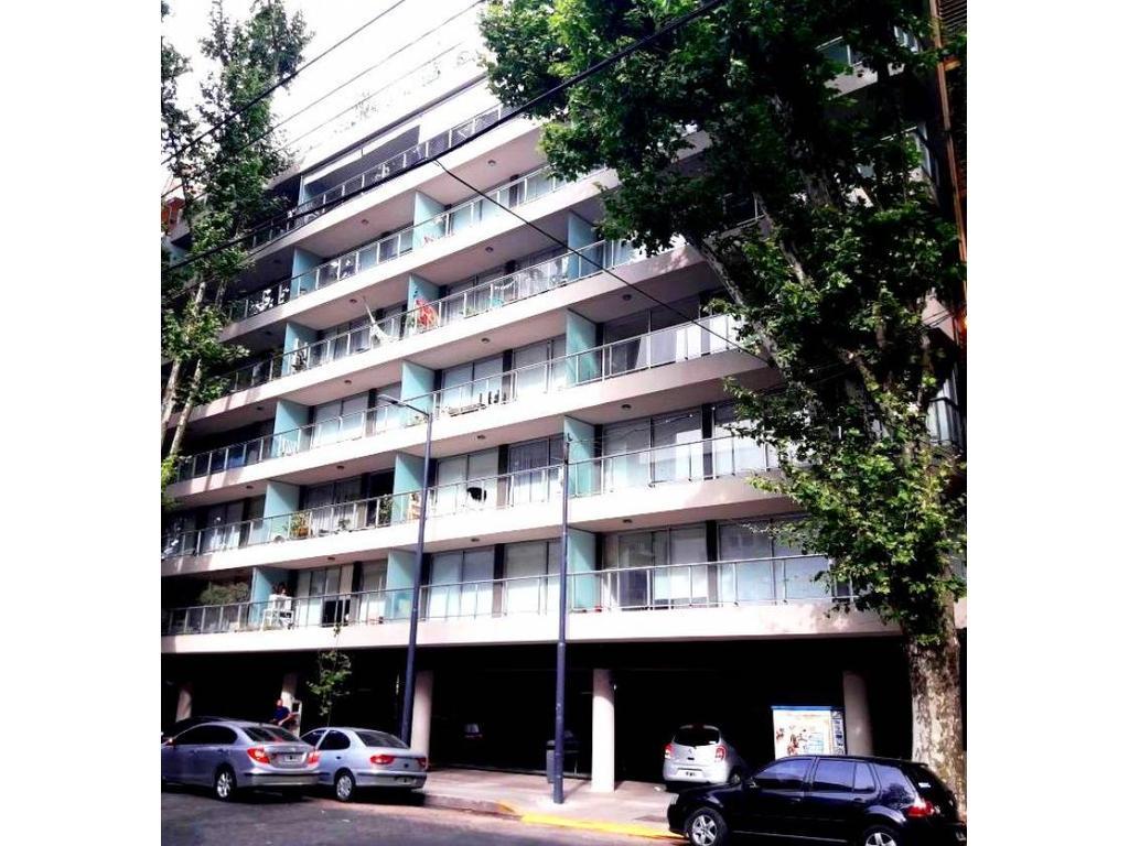 Aguilar al 2200, entre Av. Cabildo y Vuelta de Obligado. Departamento de 3 ambientes.