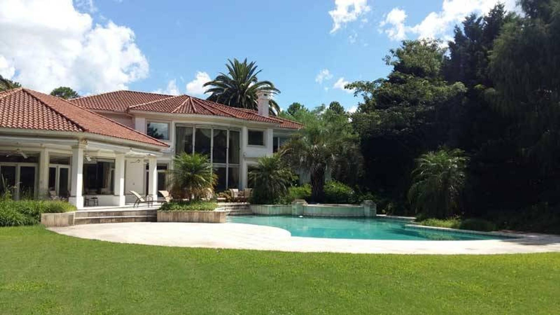 Venta de Espectacular Casa en Mayling - Pilar