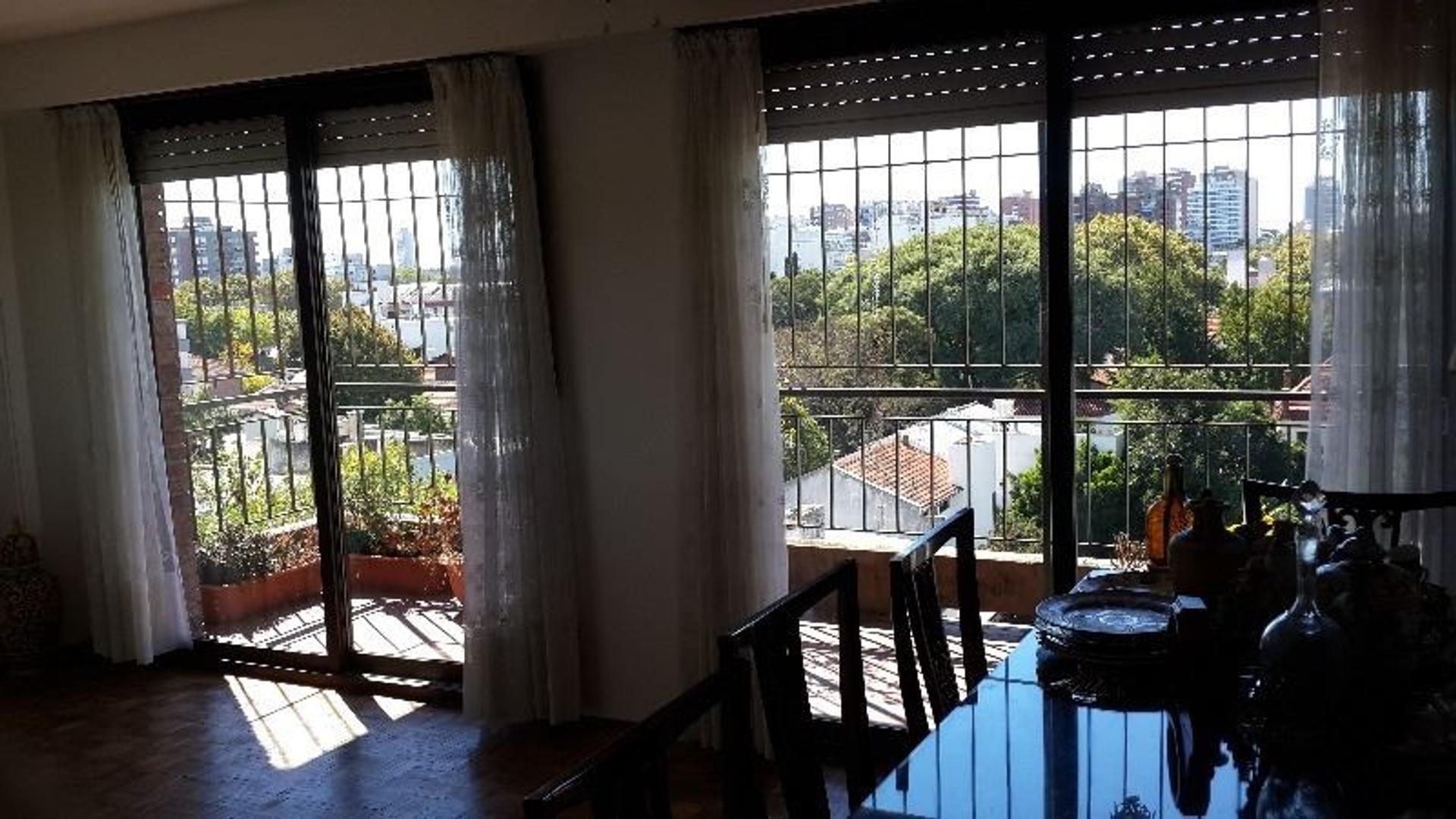 Piso al frente, 3 dormitorios c/cochera y baulera, 1 c/Maipù a Vías.