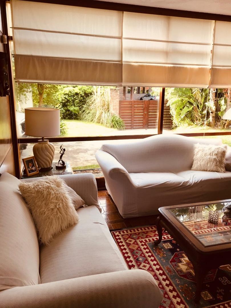 Casa en Alquiler Por Temporada en Playa Mansa - 6 ambientes