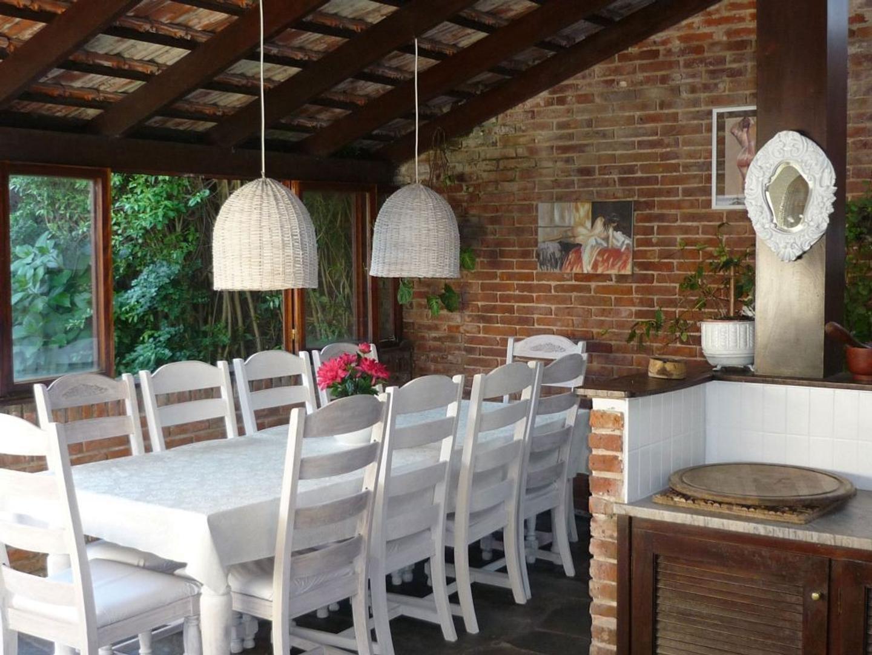 Casa - 400 m² | 5 dormitorios | 3 baños