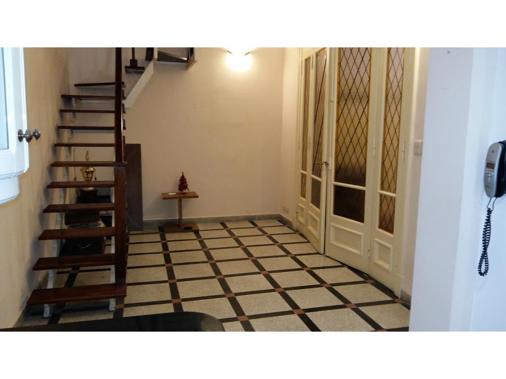 Casa de 6 amb en dos plantas con terraza y quincho en muy buen estado.