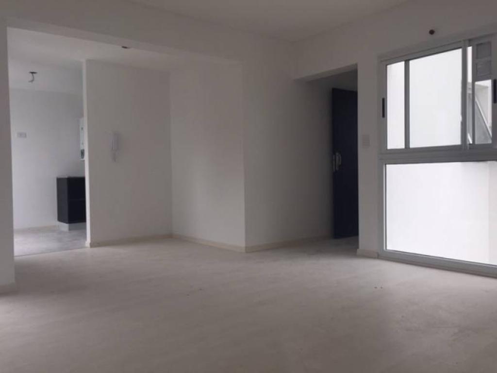 1 Dormitorio con patio - Zona Av. Pellegrini