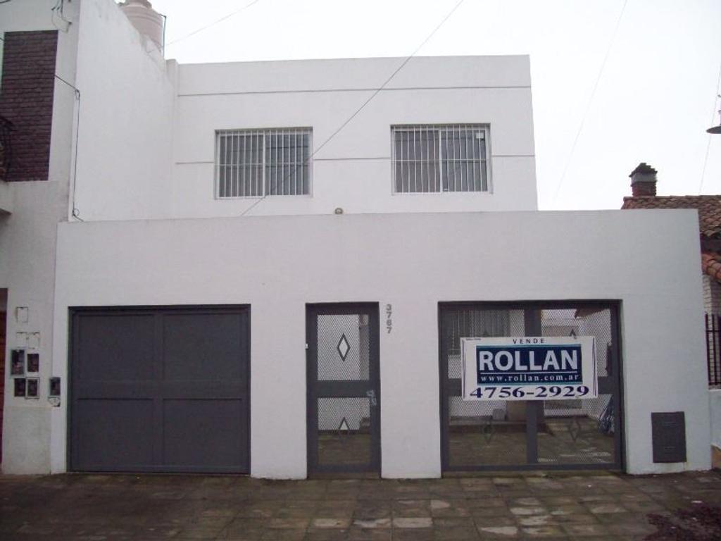 Excelente casa de 5 amb. en  2 plantas, muy bien ubicada en venta en Carapachay!!