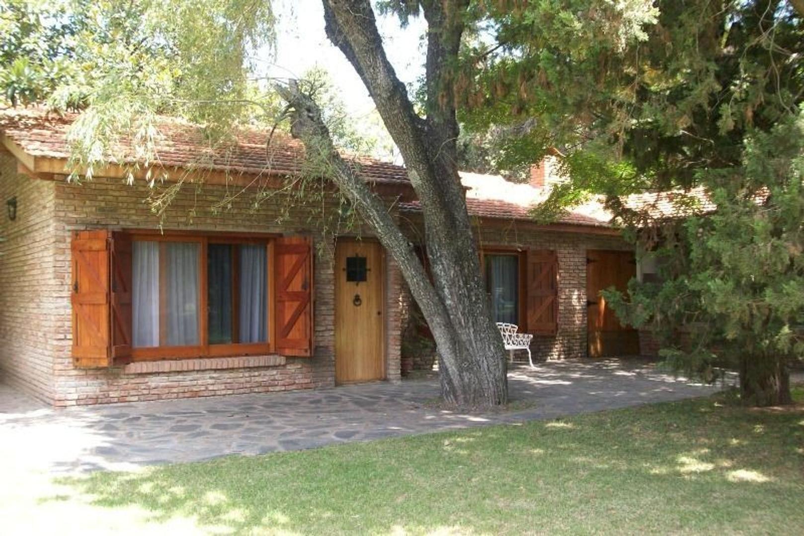 Barrio San Juan Berazategui casa impecable con gran parque y pileta !!!