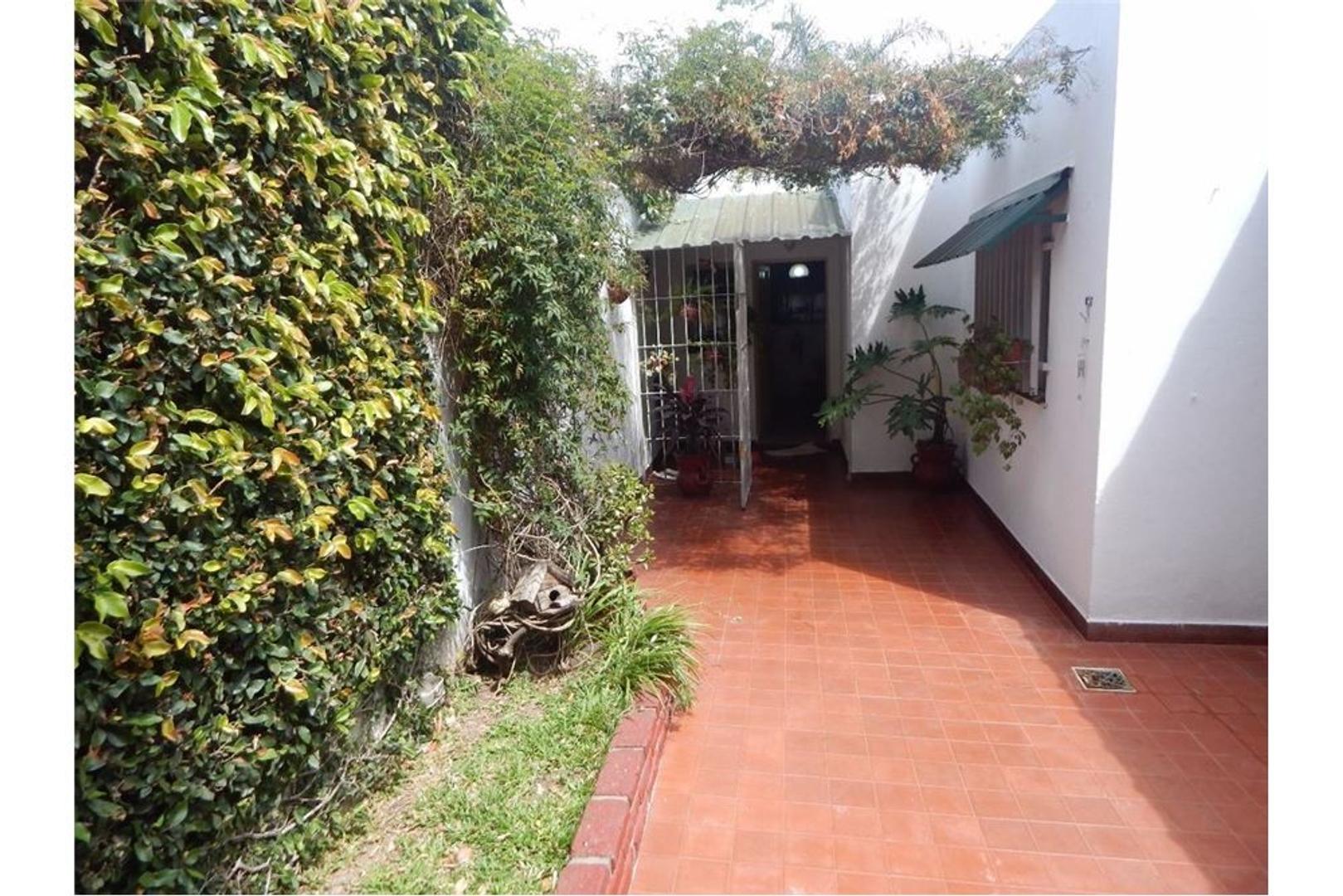 Casa 3 amb caseros patio y garage