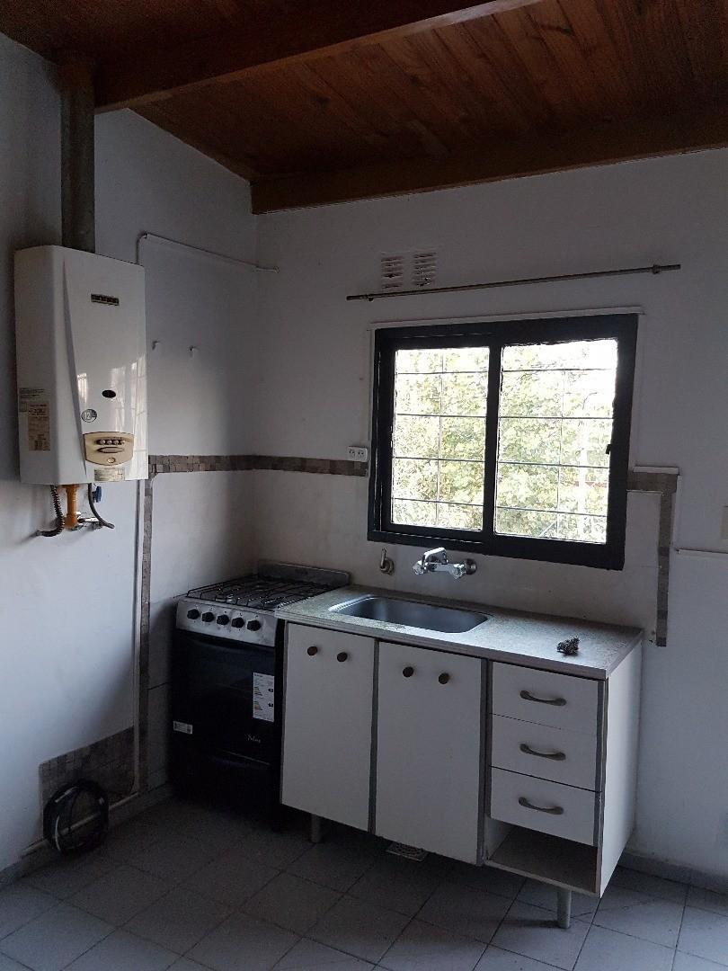 YA ALQUILADO .Dueño Alquila: depto. de 2 ambientes. Está todo recién pintado y cocina nueva.