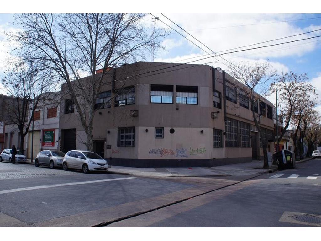 Edificio de oficinas con depósito de 1200 m2 cubiertos en venta