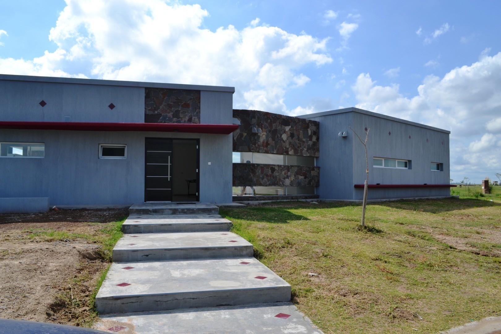 Casa en Venta - 5 ambientes - USD 290.000