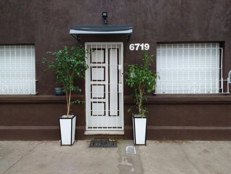 Excelente Casa 4 ambientes con amplio patio reciclada a nuevo en lote propio 9,00 x 21,45  RESERVADA