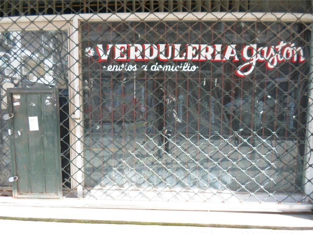 LOCAL CON  DOBLE VIDRIERA SALON GRAN SOTANO  OPORTUNIDAD !!!