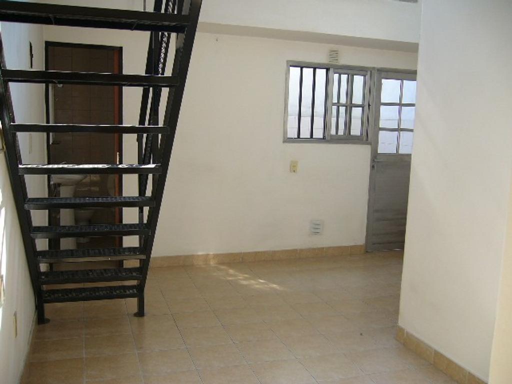 2 Amb. tipo loft. por escalera. ideal 1 ó 2 personas.