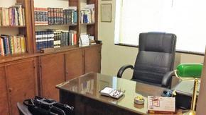 Dos despachos y una sala de espera. 28 mts. Ventanas, aires acondicionados, loza radiante.