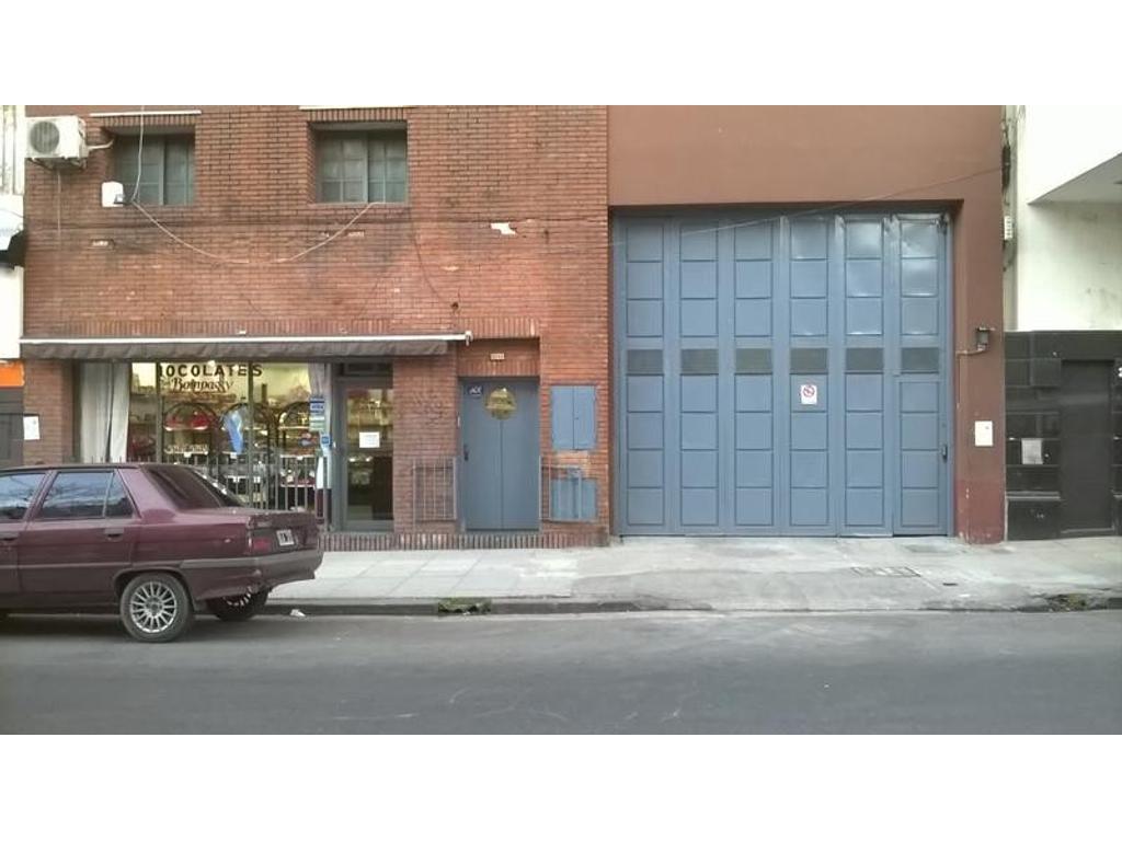 Local con oficinas y depósito en venta de 1960 m2 cubiertos
