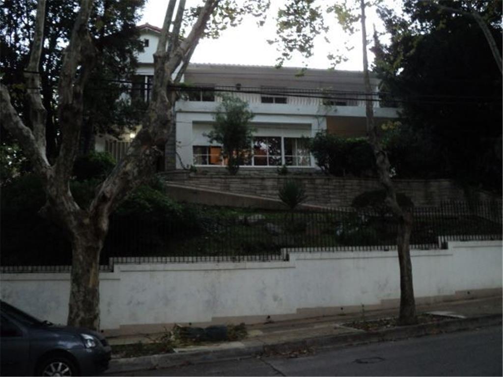 Exclusiva residencia de 500 m2 cub sobre lote de 900 m2