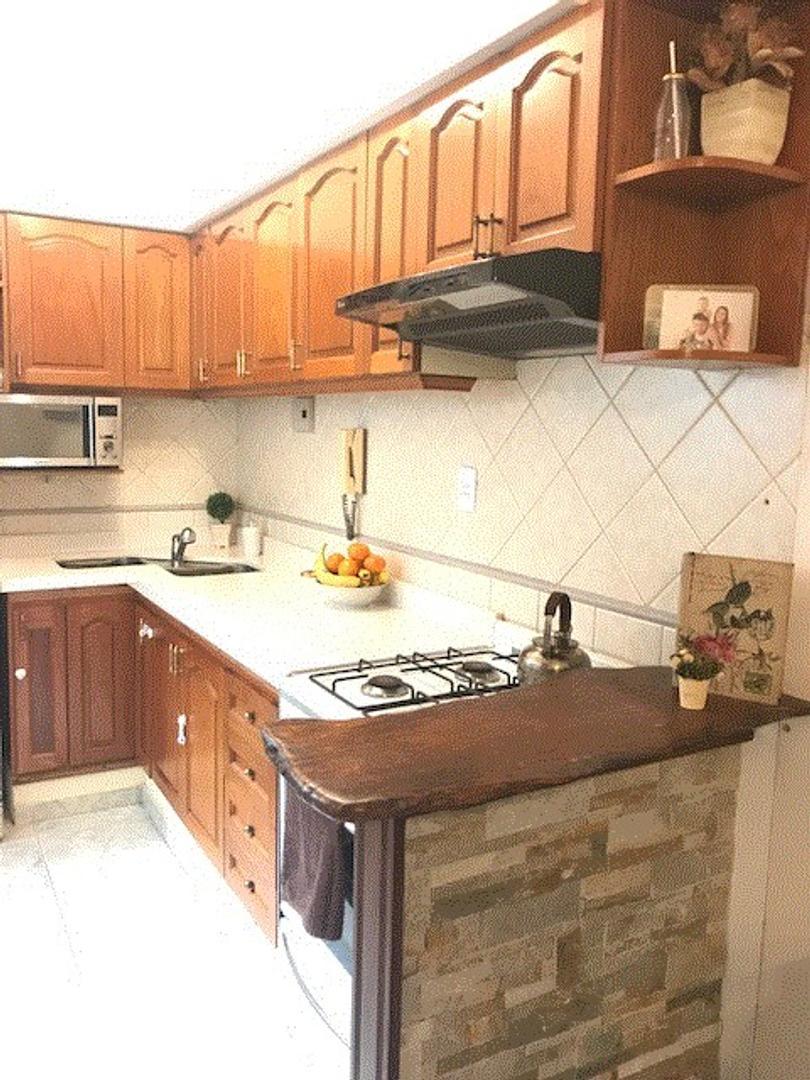 2 ambientes tipo casa con patio de diseño EXCELENTE ESTADO