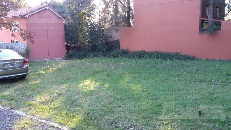 Lindo terreno en barrio cerrado