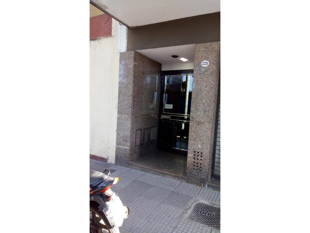 VENDO DEPARTAMENTO 2 AMBIENTES CON PATIO DUEÑO DIRECTO .EXCELENTE ESTADO