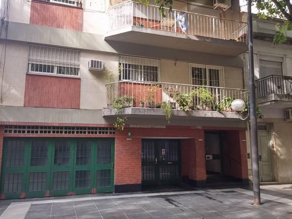Departamento 3 ambientes al contra-frente con balcón