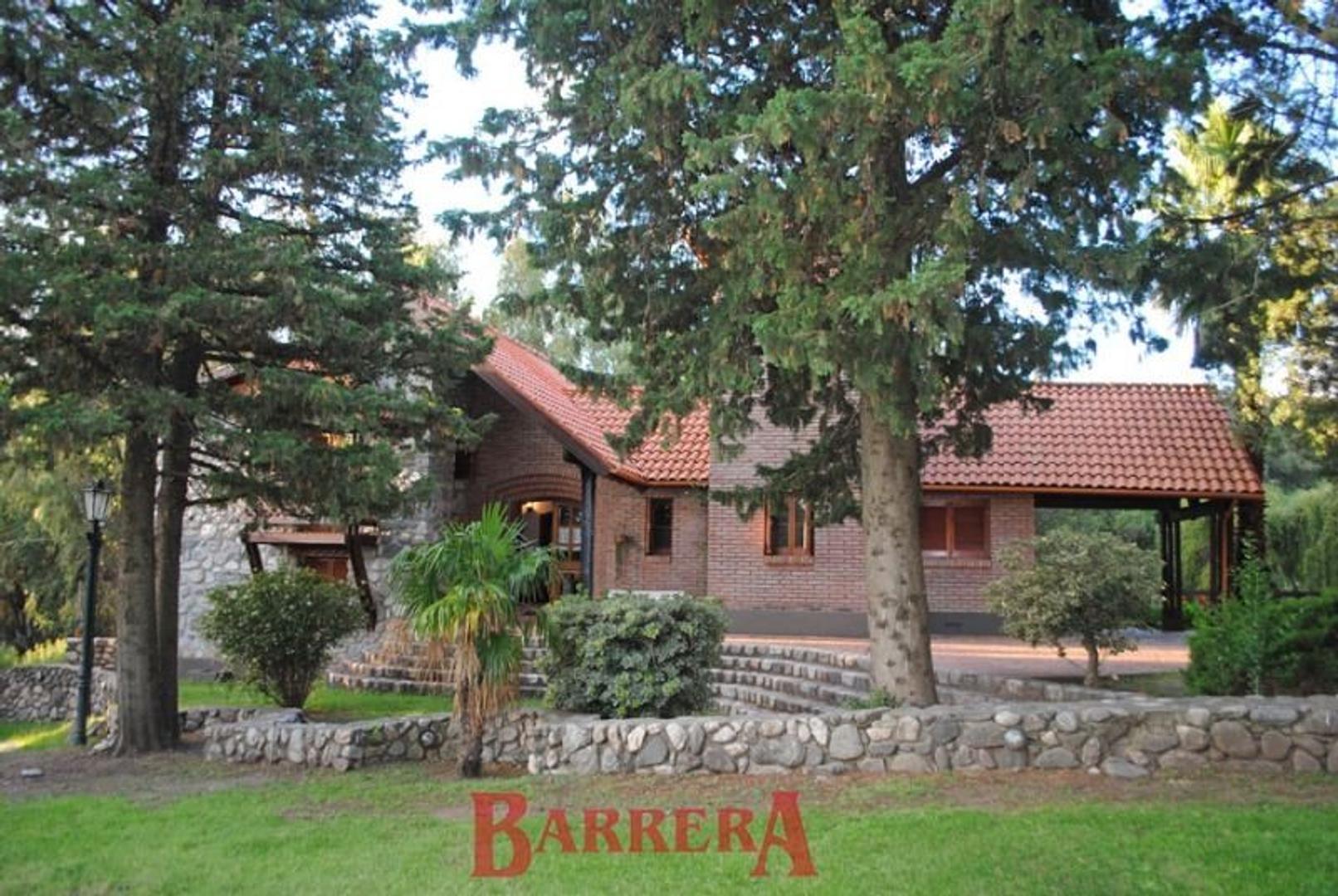 Gran casa en Country Club Chumamaya, frente a la zona deportiva