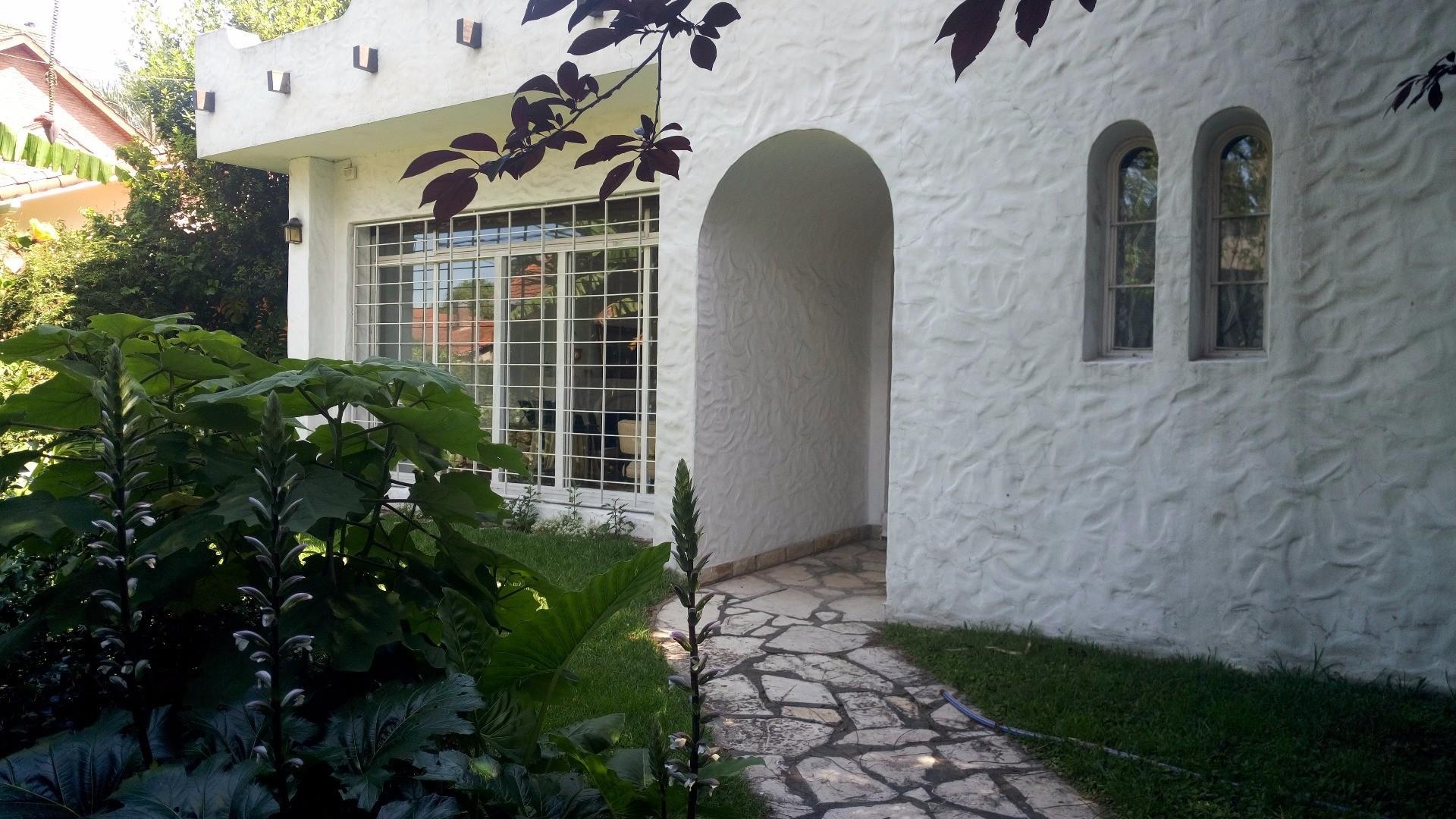 chalet-casa-casa quinta-pileta.parque-GBA-BARRIO SANTA RITA-600MTS terreno-290CUBIERTO.4 dormis