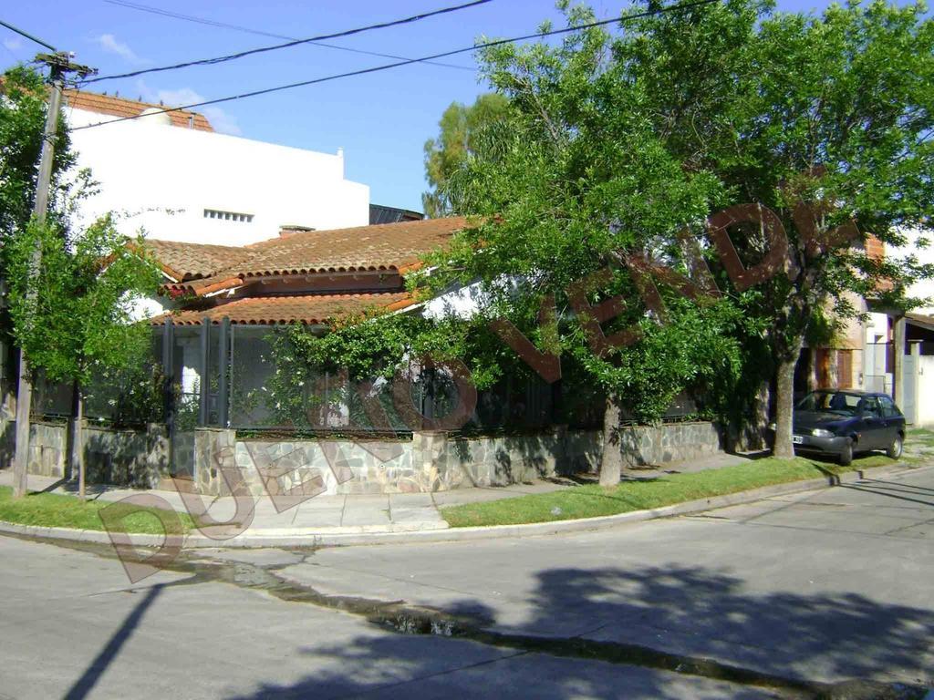 Chalet en PH al frente - excelente ubicación a mts. de Libertador.