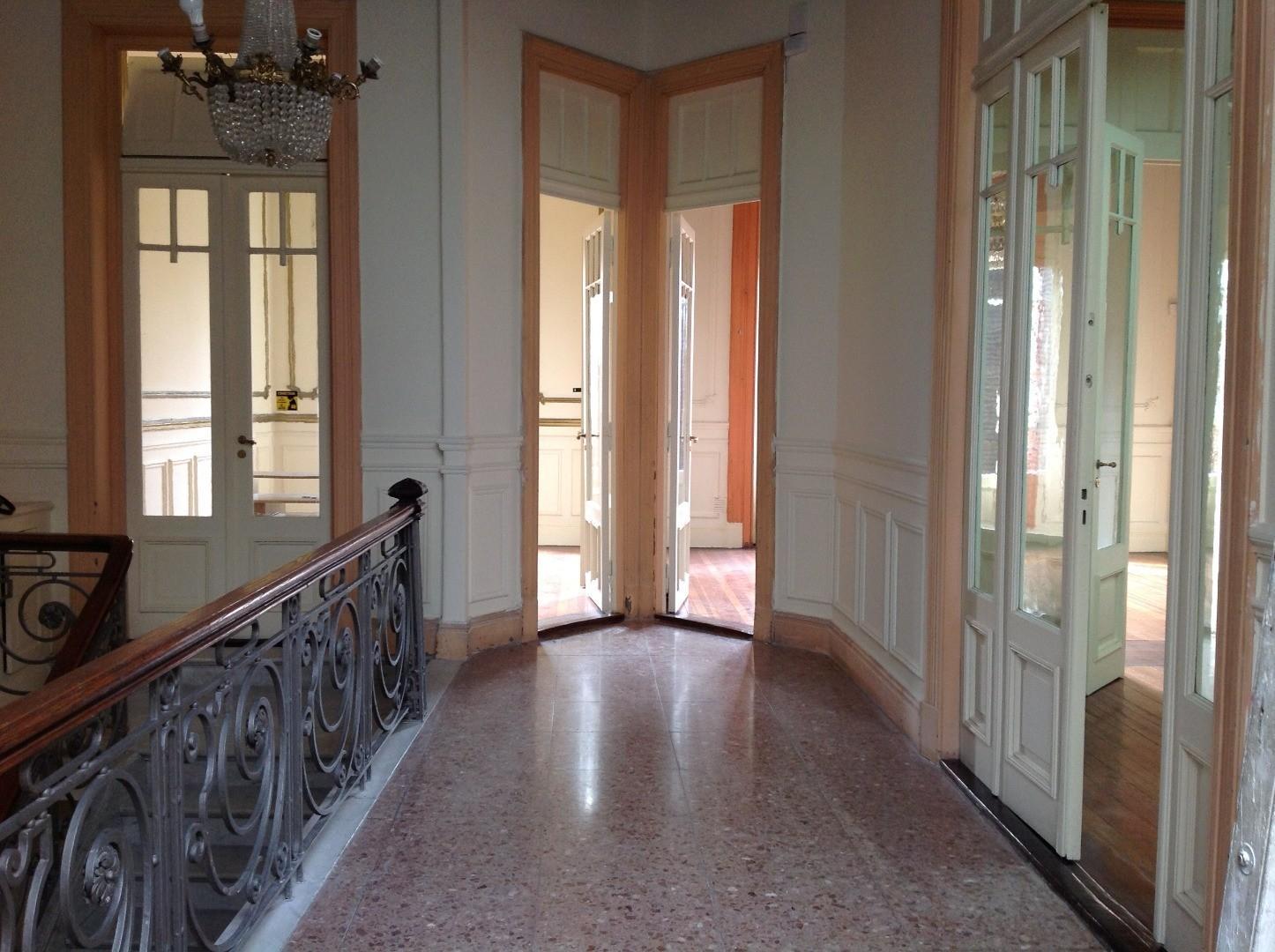 Señorial PH estilo francés 7 amb 200 mts cub. y amplia terraza, impeclable estado, frente plaza