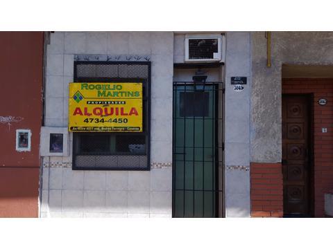 DEPARTAMENTO A ESTRENAR, PLANTA BAJA AL FRENTE, 1 AMBIENTE CON COCINA Y BAÑO.