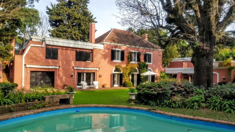 Casa de estilo colonial y gran calidad en Martinez