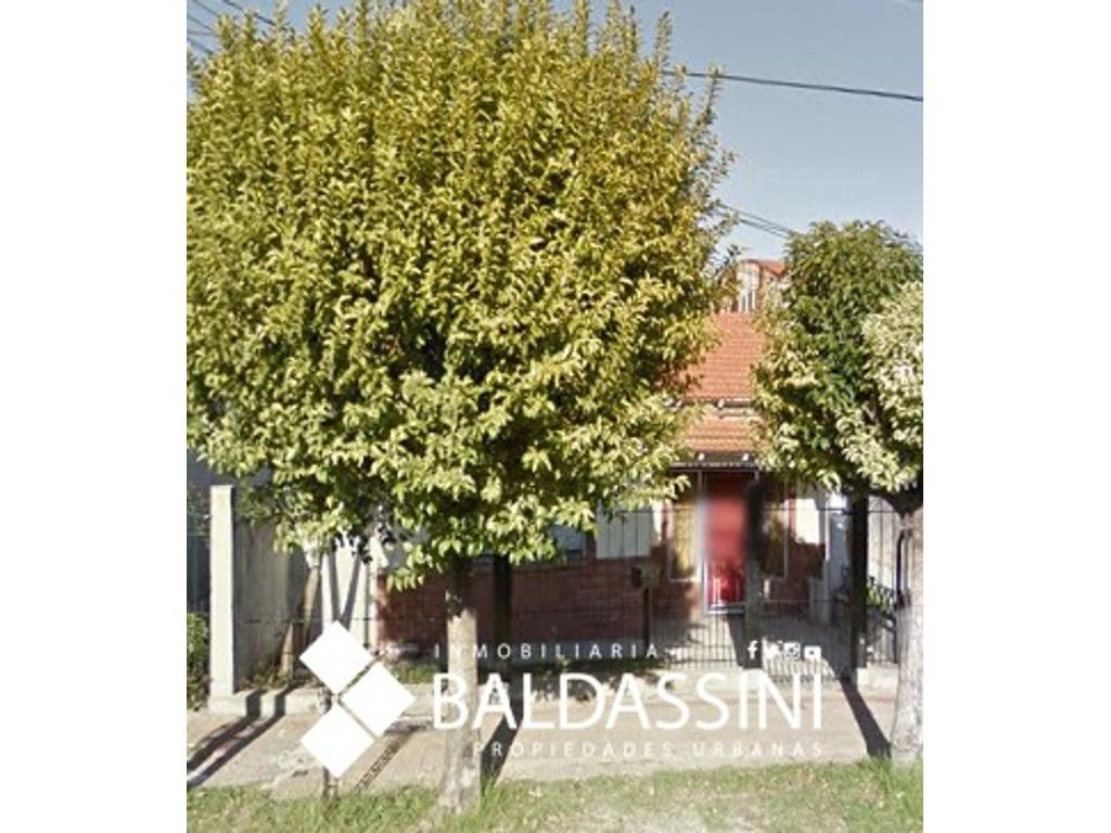 Chalet de 4 Ambientes sobre calle Bouchard al 3400 en Lanús de 150 m2