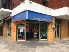 Excelente Local en Zona Comercial de Lanús Este - En Venta