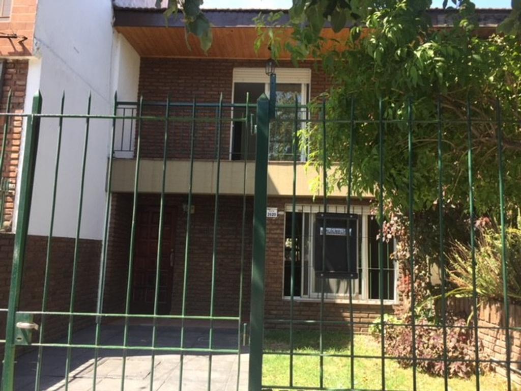 Venta Duplex 3 dorm gran living comedor, cochera, y patio.