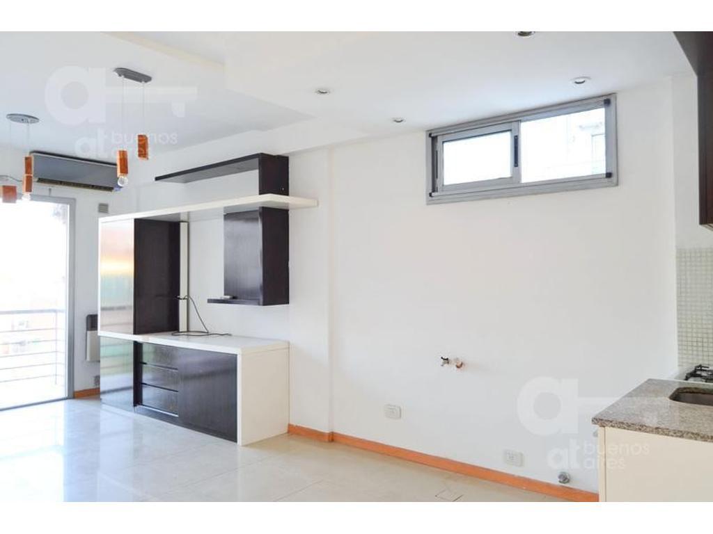 Villa Crespo. Departamento 1 ambiente y medio con balcón. Alquiler temporario sin garantías.