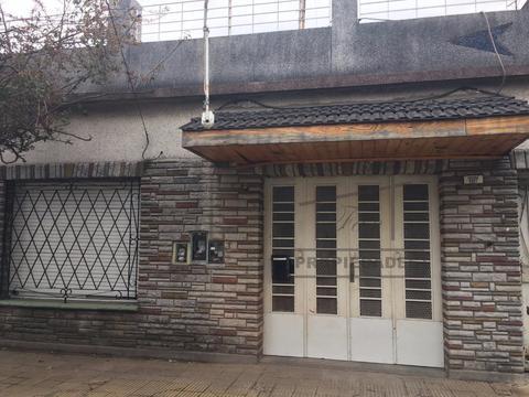 Caseros Tipo Casa 3 Ambientes Al Frente con Cochera, espacio aereo