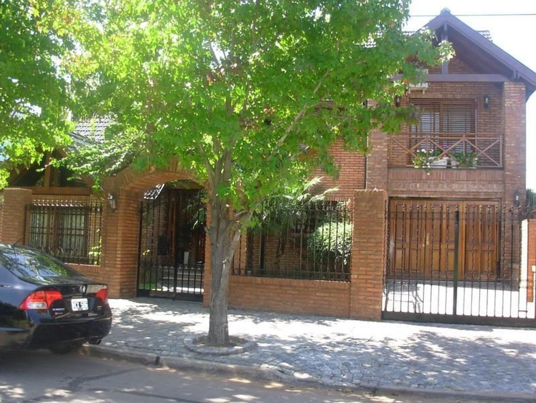 Casa Venta Barrio Alemán 4 dormitorios, jardín, parrilla garage