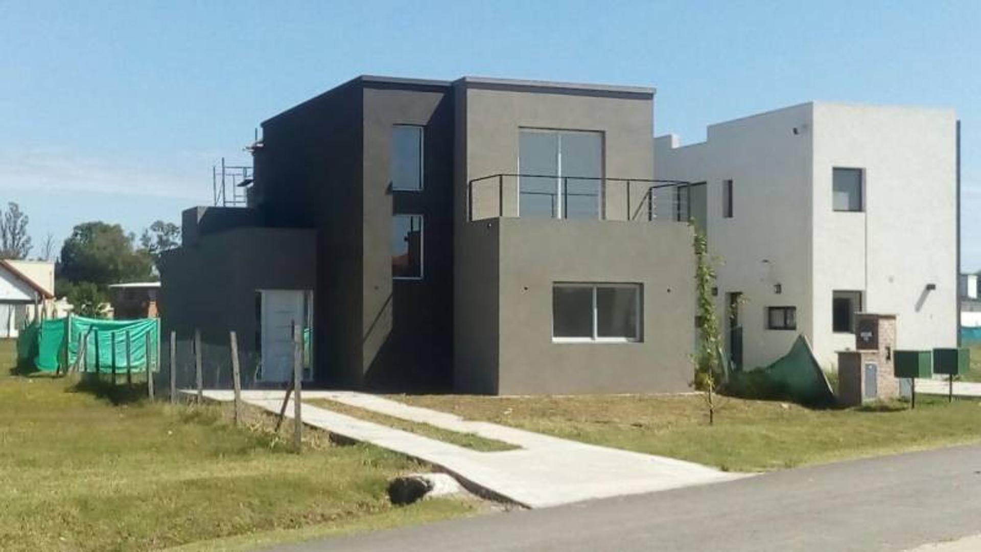 Excelente casa en venta La Cañada de Pilar BAYUGAR PROPIEDADES